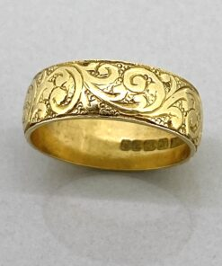 18 carat gold antique wedding band dated by hallmark 1911.