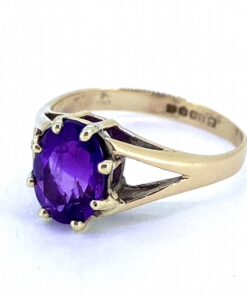 Vintage Amethyst Solitaire Ring, 9ct Hallmarked. The vibrant purple faceted Amethyst is claw set and held in a split shoulder shank.