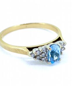 Aquamarine Solitaire with Diamond Shoulders on 9ct Gold